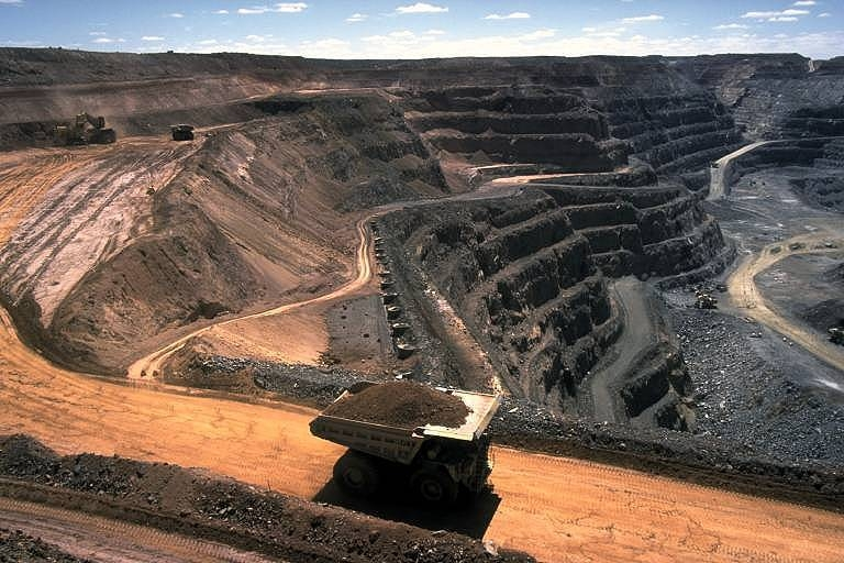קובץ:Strip coal mining.jpg